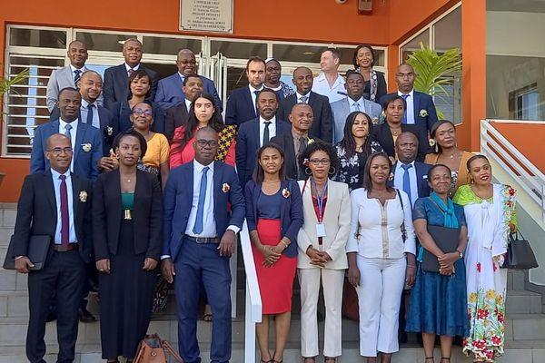 Photo de groupe d'élus et des ministres