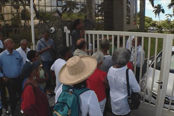 Manifestants devant la CTM