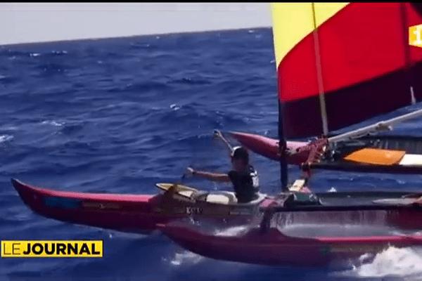 Cinq pirogues en route pour le treizième Bora Bora Liquid Festival