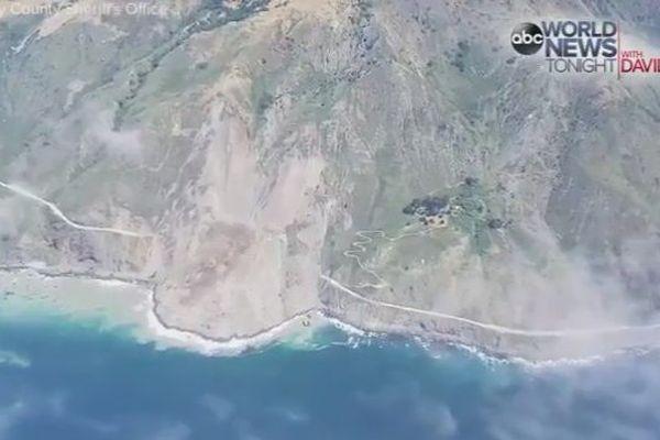 Des millions de tonnes de roches coupent la route cotière