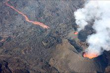 Les images effectuées lors d'un survol en ULM le 20/04/2021 ont permis aux scientifiques de dresser une carte du champs de lave de l'éruption qui s'étend latéralement et en hauteur.
