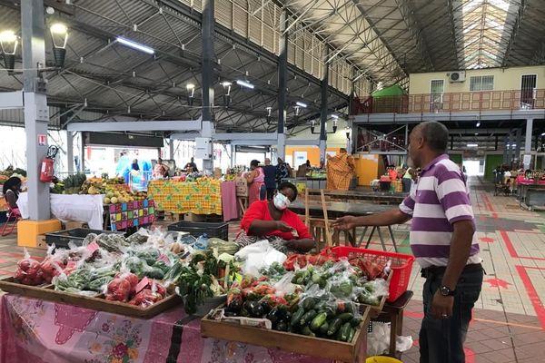 Vendeuse au marché couvert de Fort-de-France