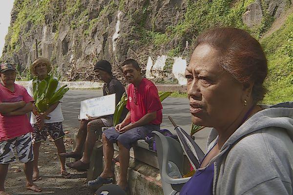 Tautira : manifestants contre le dynamitage de rochers