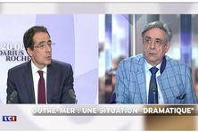 À gauche, le journaliste Darius Rochebin- à droite Hervé Boissin, médecin généraliste (journal de 20 heures du samedi 31 juillet. 2021)