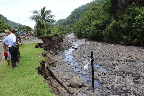 René Bidal à la rencntre des populations sinistrées de Paea et de Punaauia