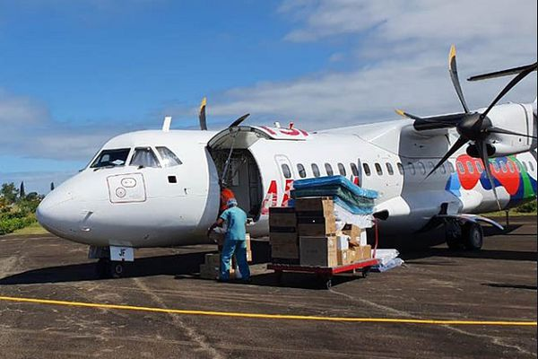 Avion apportant du matériel contre la Covid aux Comores