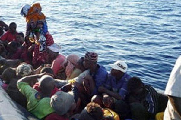 Des immigrés clandestins photographiés en 2009 au large de Mayotte