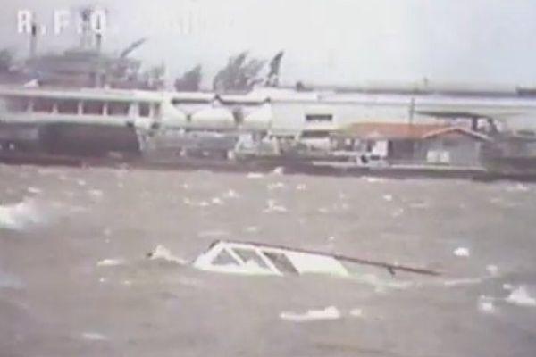 Le port de Papeete pendant les cyclones en 1983