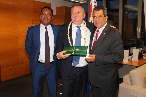 Édouard Fritch et Tearii Alpha en Nouvelle-Zélande avec le ministre Shane Jones