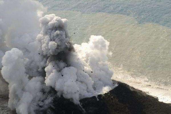 l'ilot est apparu à 1000 km au sud du Japon
