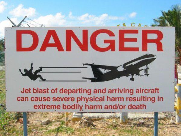 Panneau danger Aéroport Juliana