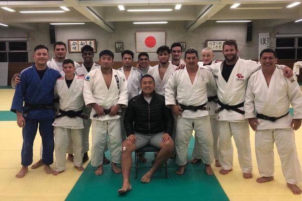 Les Cagous en compagnie d'une référence, Keiji Suzuki, double champion du monde et champion olympique.