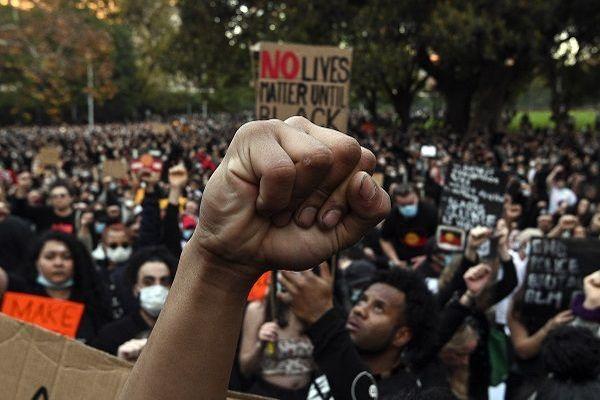 Mort de George Floyd : à Sydney, un rassemblement indigné