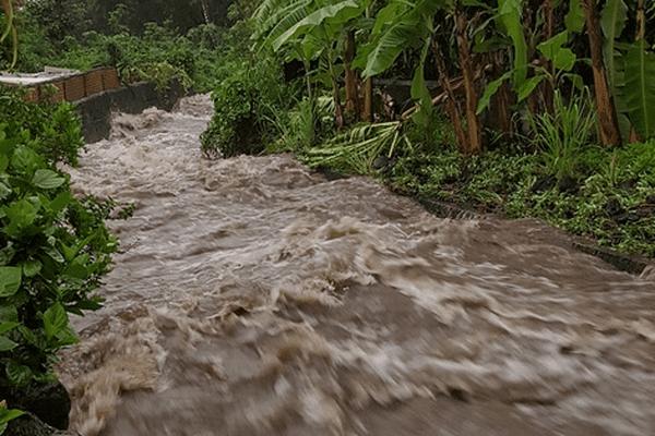 Rivière en crue dimanche à Paea