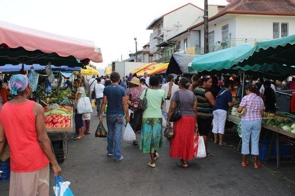 Population marché de Cayenne
