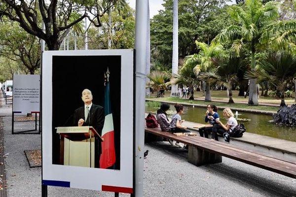 Hommage à Jacques Chirac au Jardin de l'Etat à Saint-Denis.