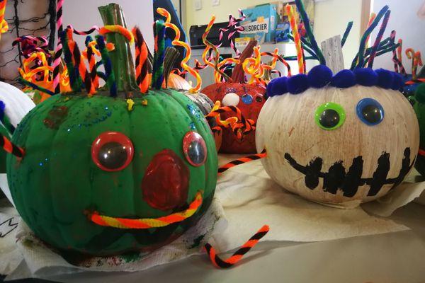 Tout le matériel a été fourni gratuitement par la mairie de Miquelon-Langlade, afin de permettre aux enfants de décorer les citrouilles