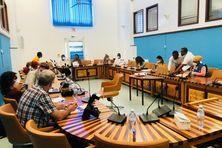 La réunion avec les associations familiales présidée par Aminat Hariti, 2e vice-présidente du SMEAM en charge de l'eau potable était également ouverte à la presse.