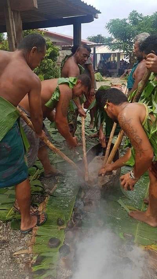 préparation du faikai tutu à futuna pour la semaine des communions