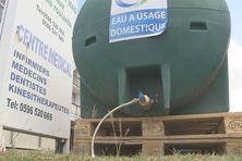 Citerne d'eau mise à disposition du public, quartier Terreville à Schoelcher.