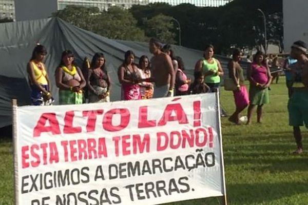 2000 autochtones convergent vers le centre de Brasilia