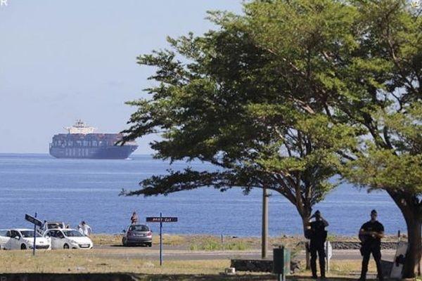La vie portuaire reprend sous haute surveillance après une nuit d'émeutes au Port Est