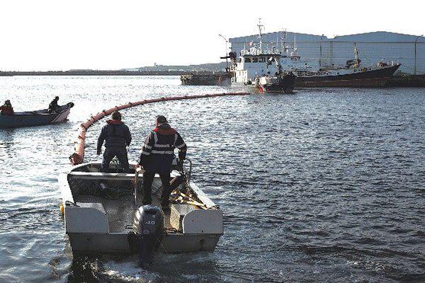 Plan POLMAR : un exercice grandeur nature dans le port de Saint-Pierre