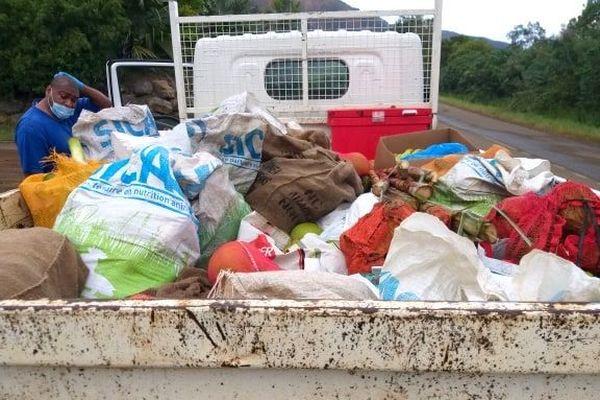 Coronavirus, collecte de produits vivriers à Kouaoua, avril 2020