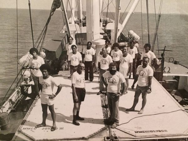 Île de lumière : l'équipage