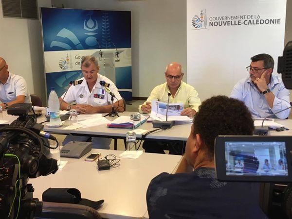 Pollution aux boulettes de fioul: conférence de presse au gouvernement (30 novembre 2017)