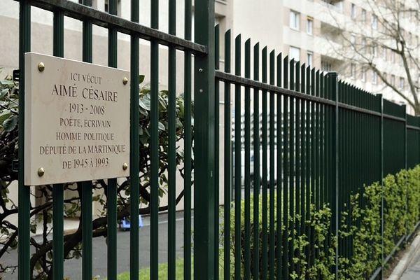 Plaque honorant Aimé Césaire dans le treizième arrondissement de Paris