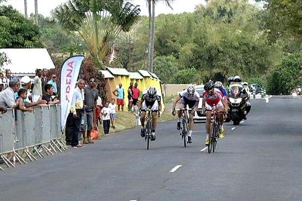 Tour de l'île cycliste arrivée à Sainte-Suzanne