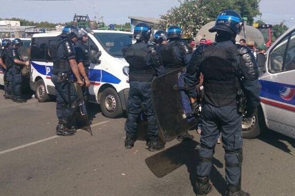 Cilam : Policiers devant barrage