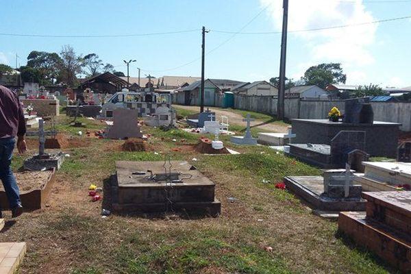 Vandalisme au cimetière de Cayenne
