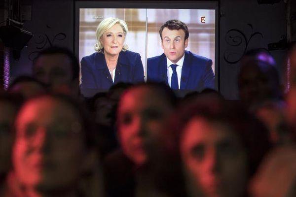 "REPLAY INTEGRAL. ""2017, le débat"" : Marine Le Pen - Emmanuel Macron"