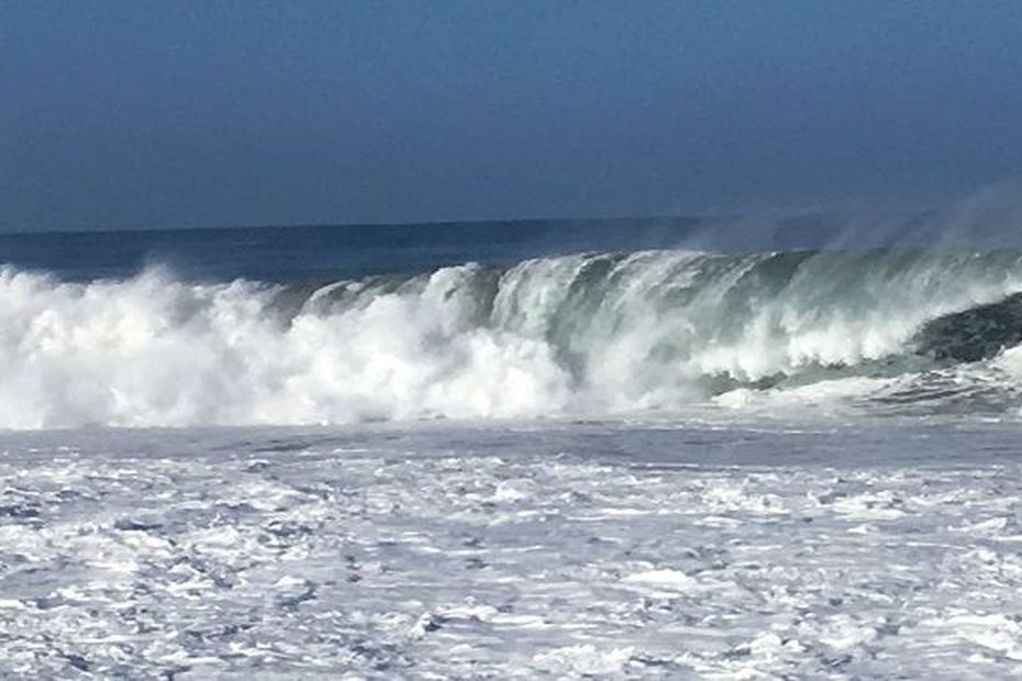 Forte houle : le littoral du Port interdit à compter de 14h30 - Réunion la 1ère - Outre-mer la 1ère