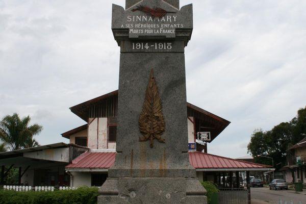 Le monument aux morts de Sinnamary