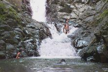 La joie de profiter de la cascade du Carbet.