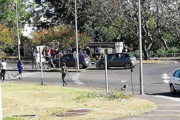 La mobilisation des lycéens au Moufia dégénère en affrontements entre jeunes et forces de l'ordre