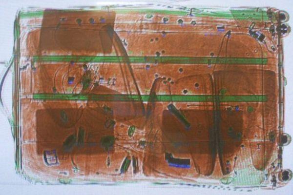 Le bagage d'un passager en provenance de Pointe-à-pitre est passé aux rayons X