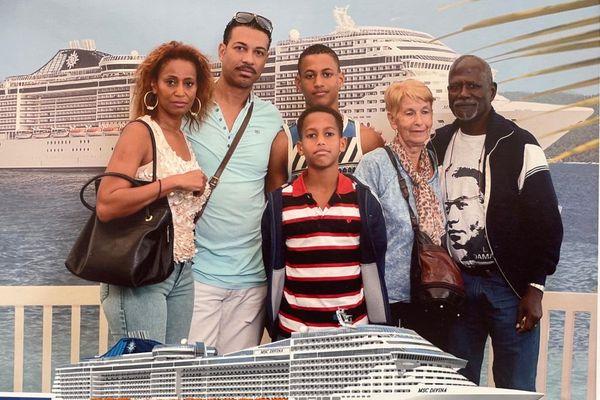 La famille Aimable au complet dans les Caraïbes
