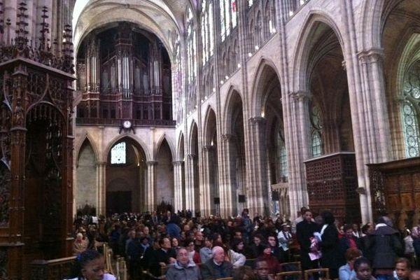 Dans la basilique de Saint-Denis, environ un millier de personnes a assisté à une cérémonie oecuménique