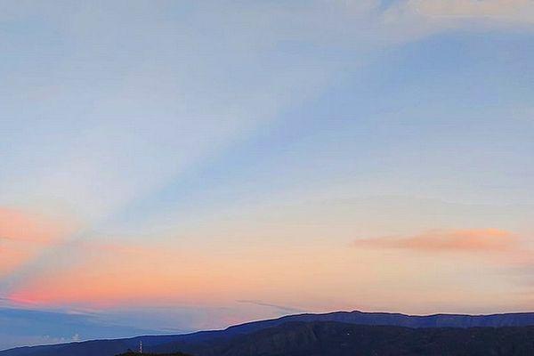 La Réunion : du soleil, des nuages et des ondées pour la journée