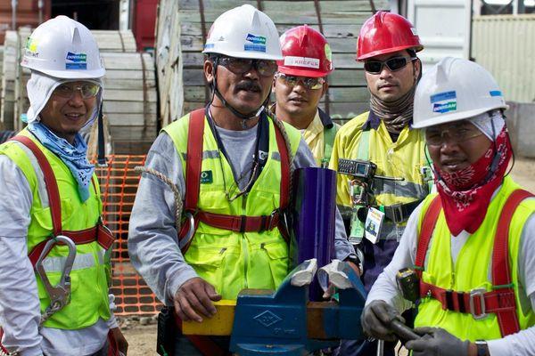 Ouvriers philippins dans une mine de nickel.