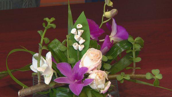 Composition florale avec muguet artificiel, coronavirus, avril 2020