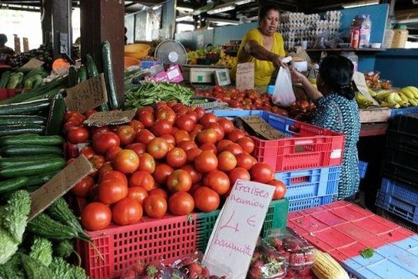 Les légumes péi au petit marché de Saint-Denis.