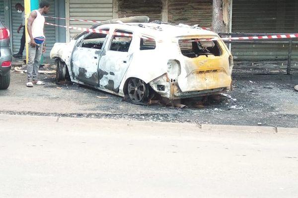 Un véhicule de police incendié à Mamoudzou