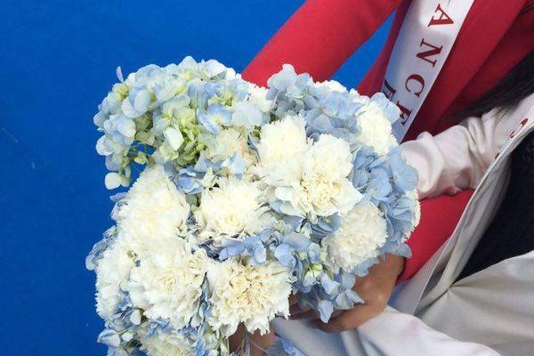 Echarpe officielle et bouquet