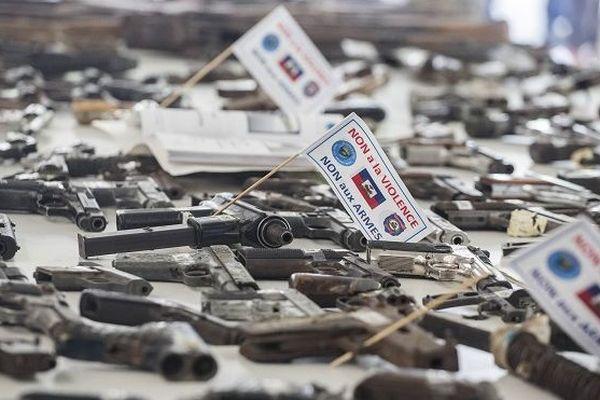 Cérémonie de destruction des armes en Haïti