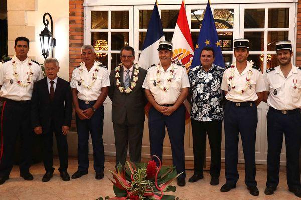 Un douanier et trois gendarmes décorés de l'Ordre de Tahiti Nui